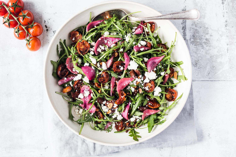 salat med syltede rødløg